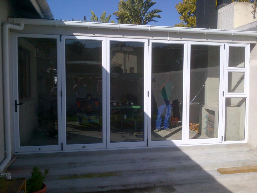 Western cape paarl synogogue street aluminium sliding for Aluminium folding doors